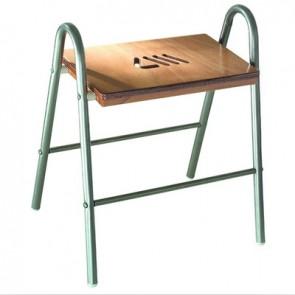 Sgabello da bagno in legno e struttura in acciaio cromato